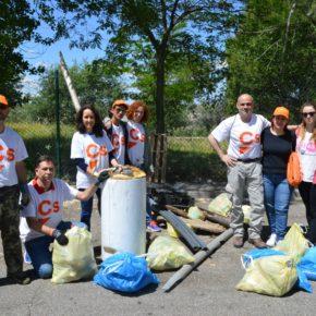 Ciudadanos (Cs) Pinto organiza una recogida de residuos en el Bosque Sur y en la entrada del municipio.